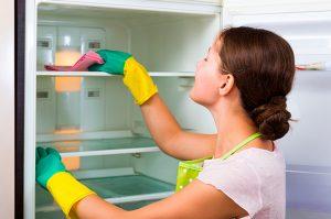limpiar nevera con limón y bicarbonato